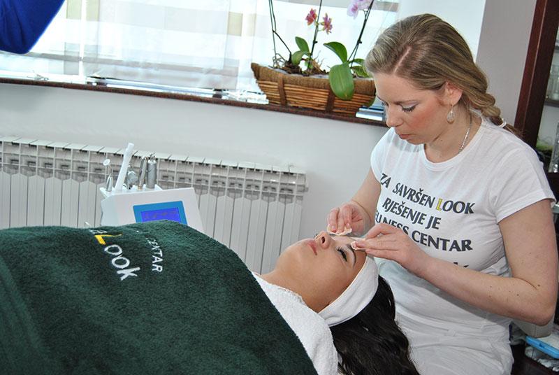 Terapeutsko čišćenje aknaste kože